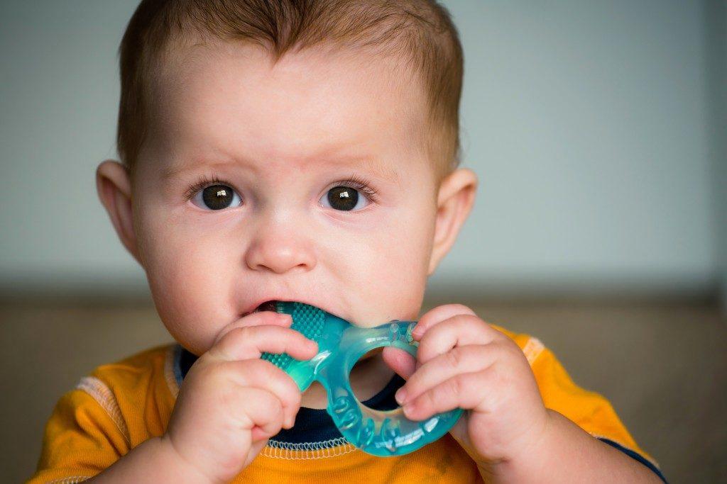 как помочь при прорезывании зубов