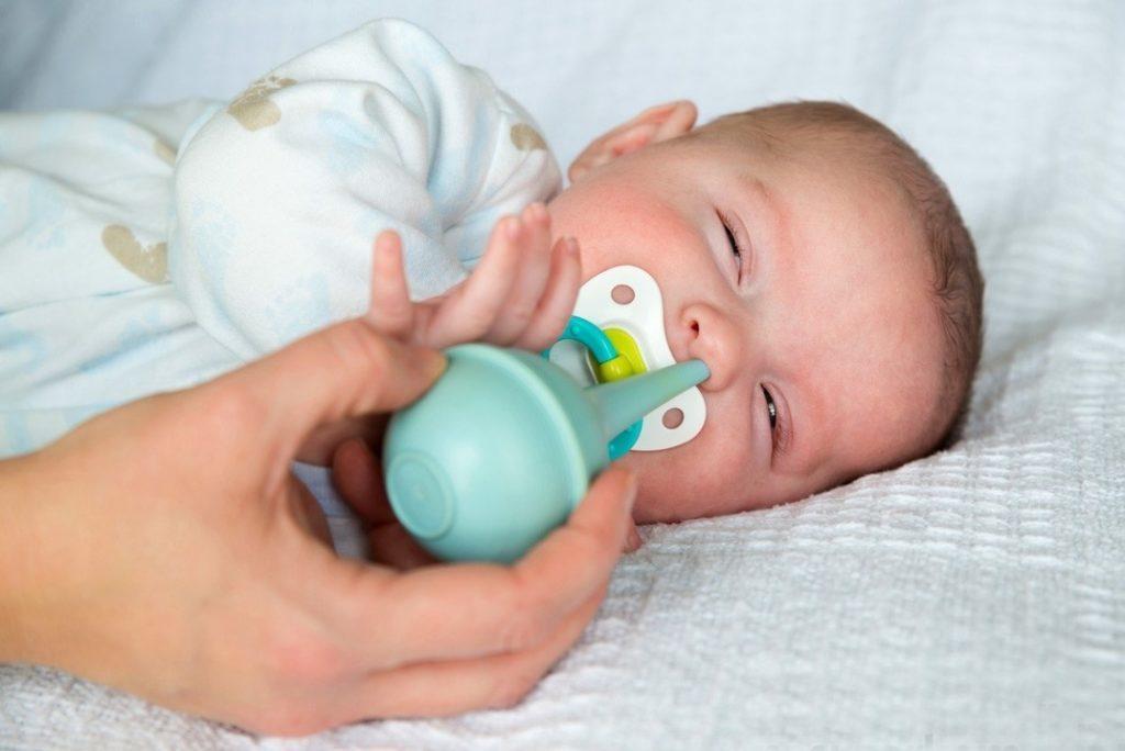 как правильно высосать сопли у ребенка
