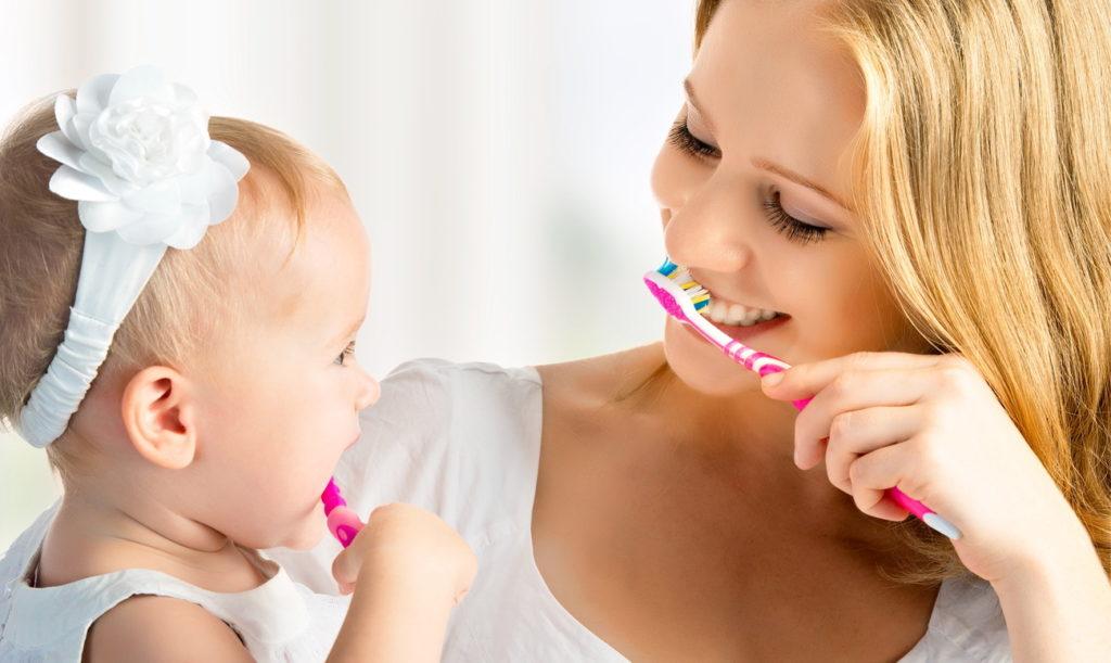 когда начинать чистить зубы малышу